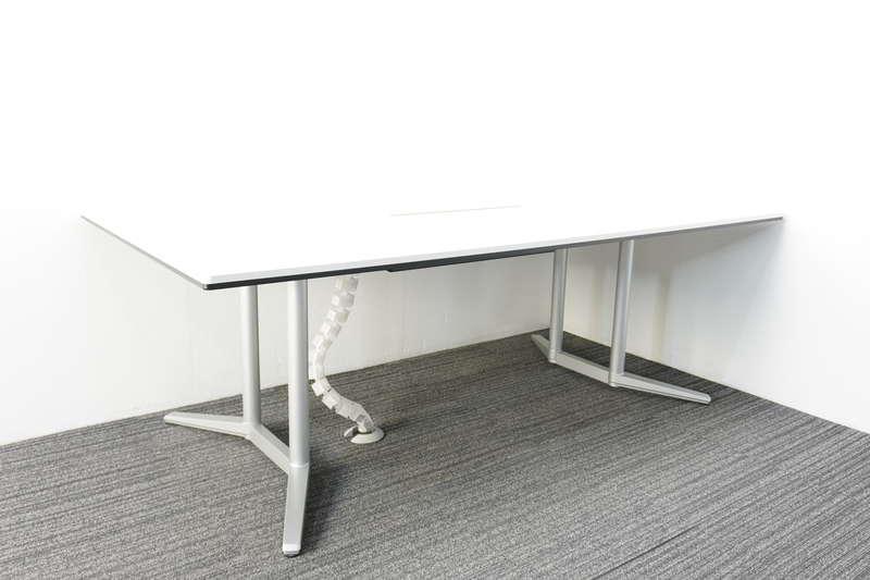 オカムラ ラティオ2 ミーティングテーブル 2111 ホワイト