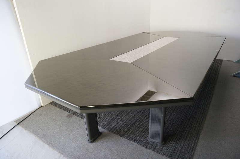 オカムラ ニューフォーティー ミーティングテーブル 3618 バーズアイメープルツキ板チャコールグレー