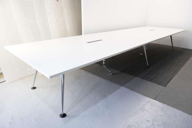 ヴィトラ メダモルフ ミーティングテーブル 5014 ホワイト