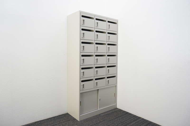 オカムラ メールボックス+引戸書庫 18口タイプ W900 D400 H1790