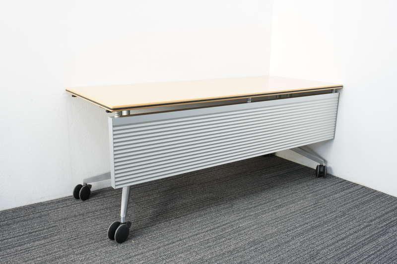 ウィルクハーン ロゴン ミーティングテーブル 幕板付 1875 H730 (3)