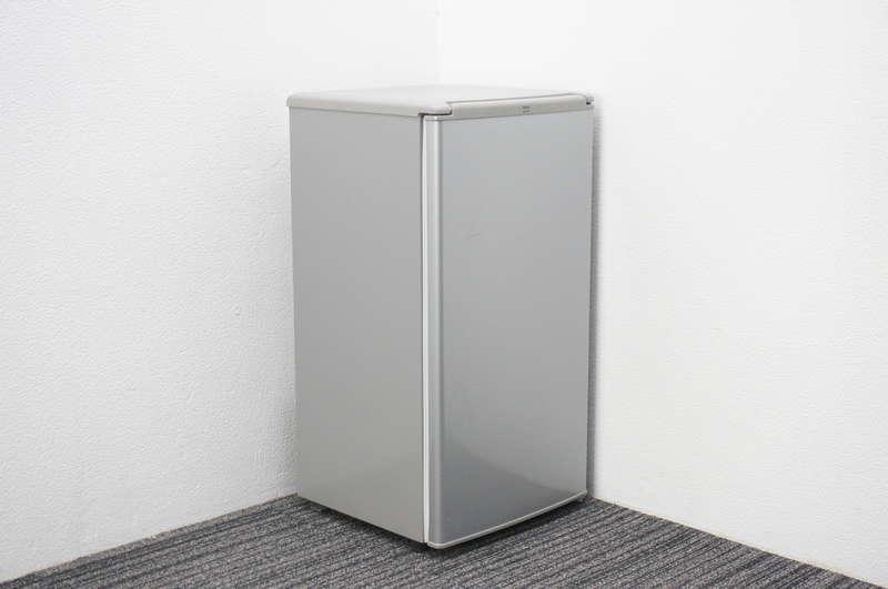 【家財便対応のみ】AQUA ノンフロン直冷式冷蔵庫 75L シルバー 2015年製