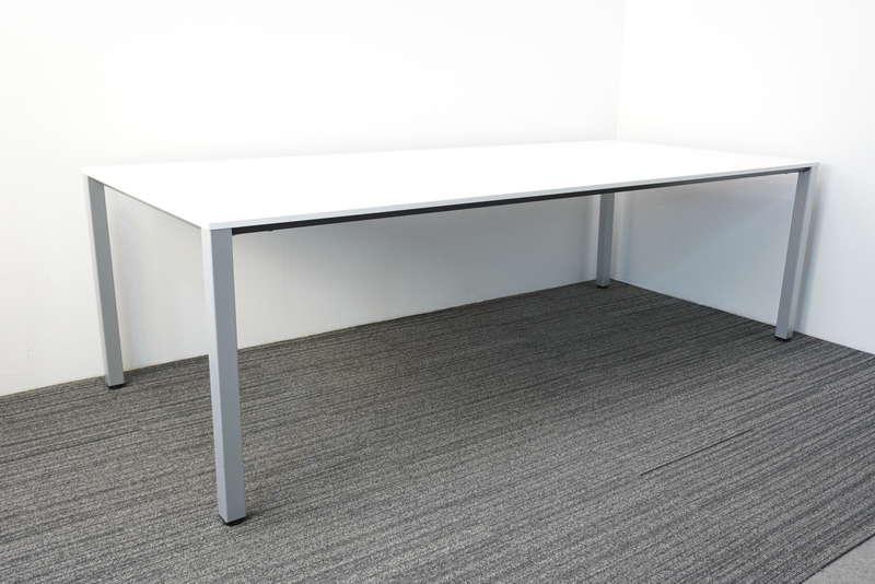 オカムラ 4L19 ミーティングテーブル W2400 D1050 H720 ホワイト