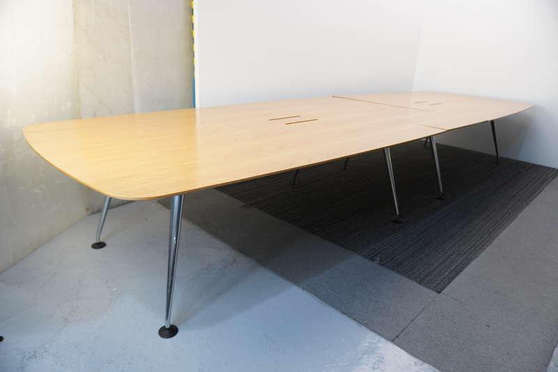 ヴィトラ メダモルフ ミーティングテーブル 4815 ライトオーク