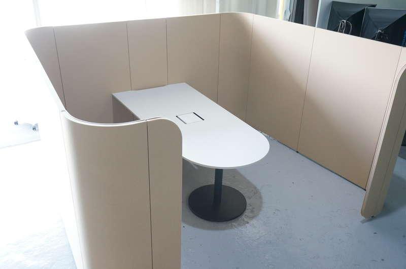イトーキ アドサイト ディスカッションブース(ロータイプ) 単独 H1570 天板:アッシュドパインL/パネル:コロニアルイエロー