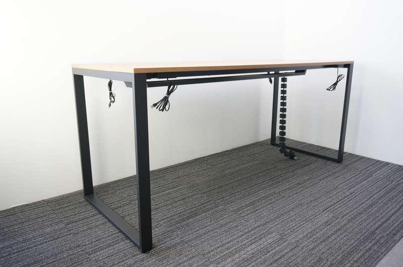 イトーキ ノットワーク ハイテーブル 両面タイプ 2490 配線ダクト×1/電源コンセント×4 トリニティオーク