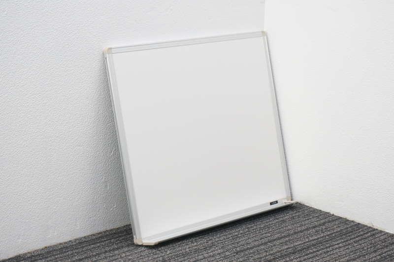 イトーキ 壁掛け式ホワイトボード 無地 W780 D17 H600