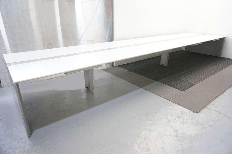 オカムラ プロユニット フリーウェイ フリーアドレス 6014 W2400天板×4枚 W1200天板×2枚 8席分 引出付き 天板:ホワイト/脚:シルバー H720