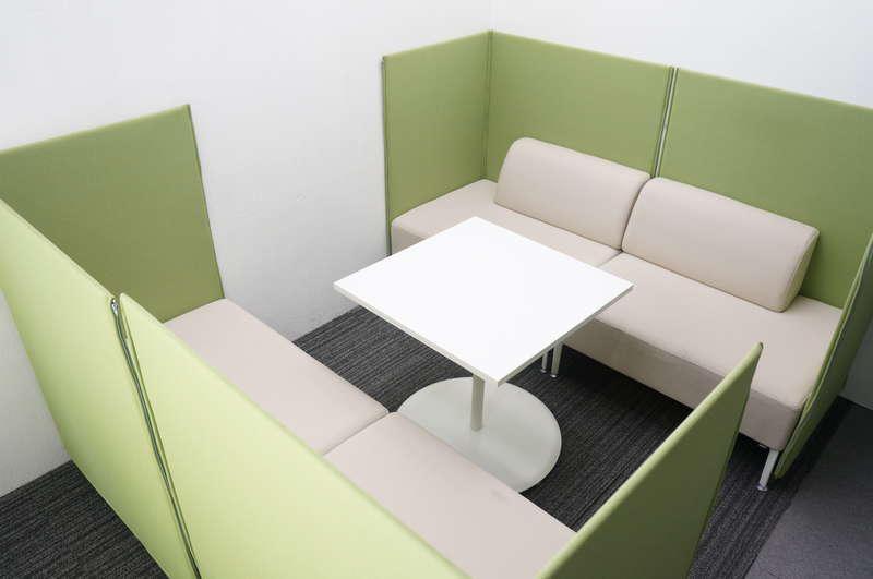オカムラ アルトリビング ローバックソファパネル付×4個 + ミーティングテーブル 0770 セット