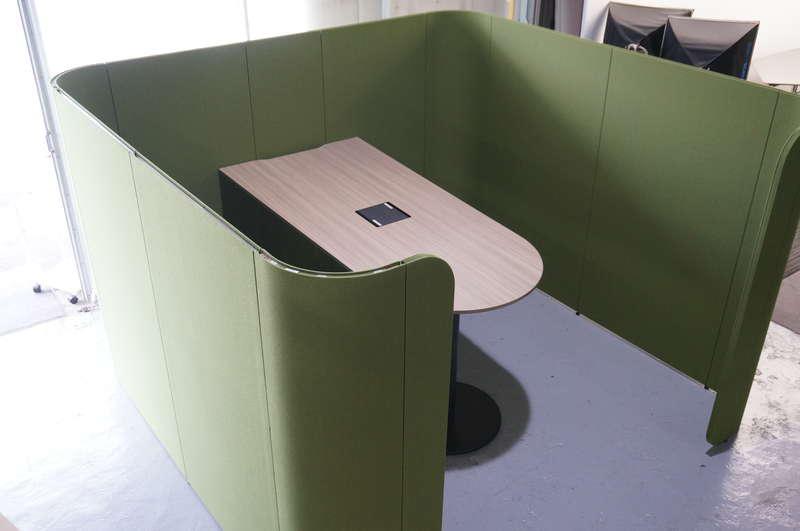 イトーキ アドサイト ディスカッションブース(ハイタイプ) 単独 H1800 天板:アッシュドオークM/パネル:リーフグリーン