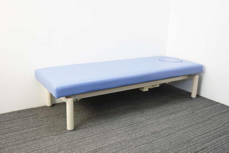 (株)高田ベッド製作所 マッサージベッド フットスイッチ仕様 スカイブルー W1900 D700 H450-830